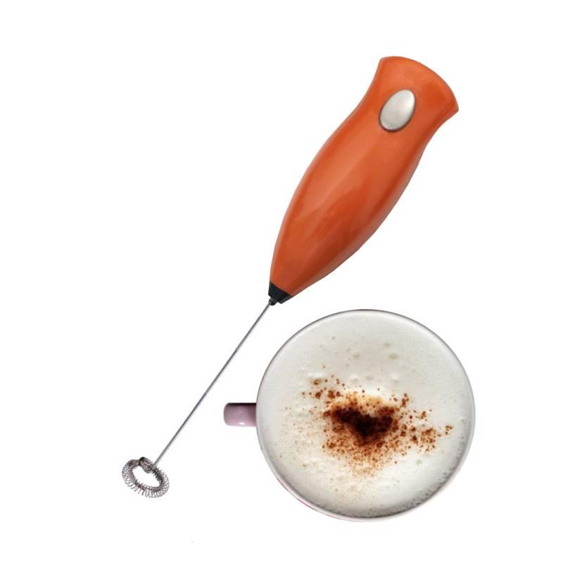 Fouet mousseur à lait pour la mousse de cappuccino